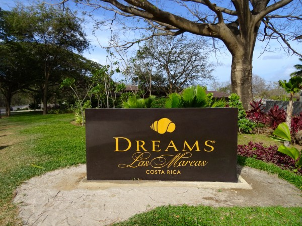 Dreams Las Mareas entrance